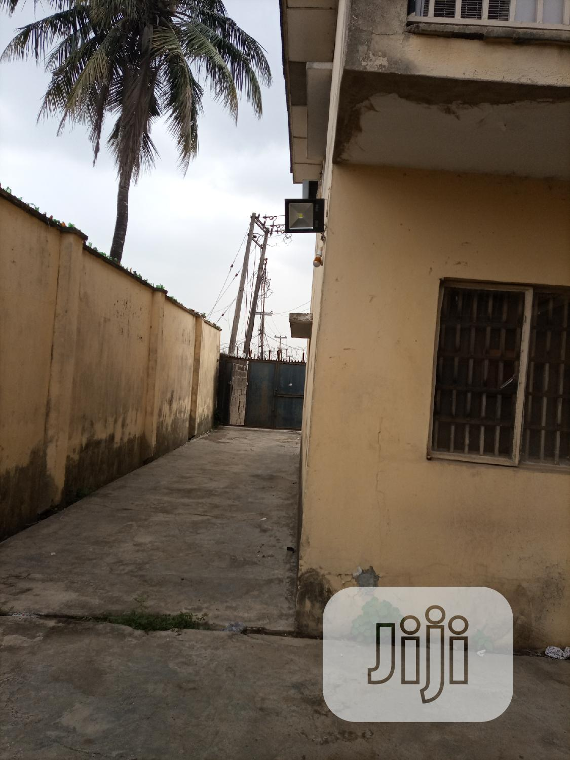 Archive: A Block Wit N900k 2bedrm N1,3m 4bedrm Duplexes in an Estate