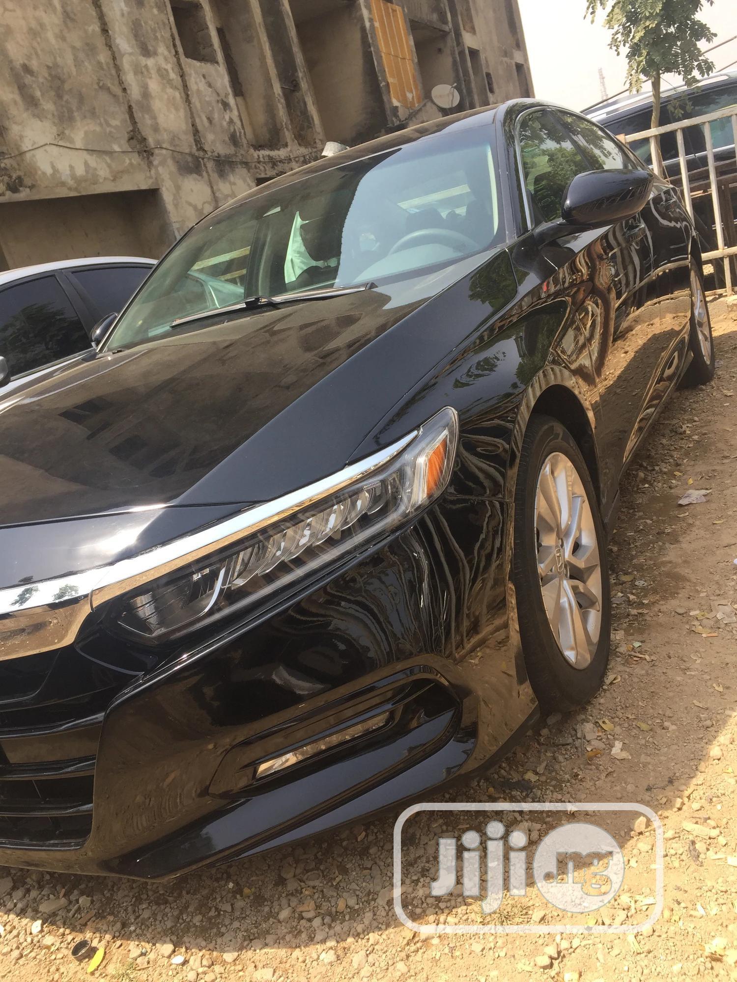 Archive: Honda Accord 2018 Black