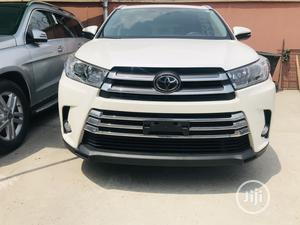 Toyota Highlander 2017 XLE 4x2 V6 (3.5L 6cyl 8A) White | Cars for sale in Lagos State, Amuwo-Odofin