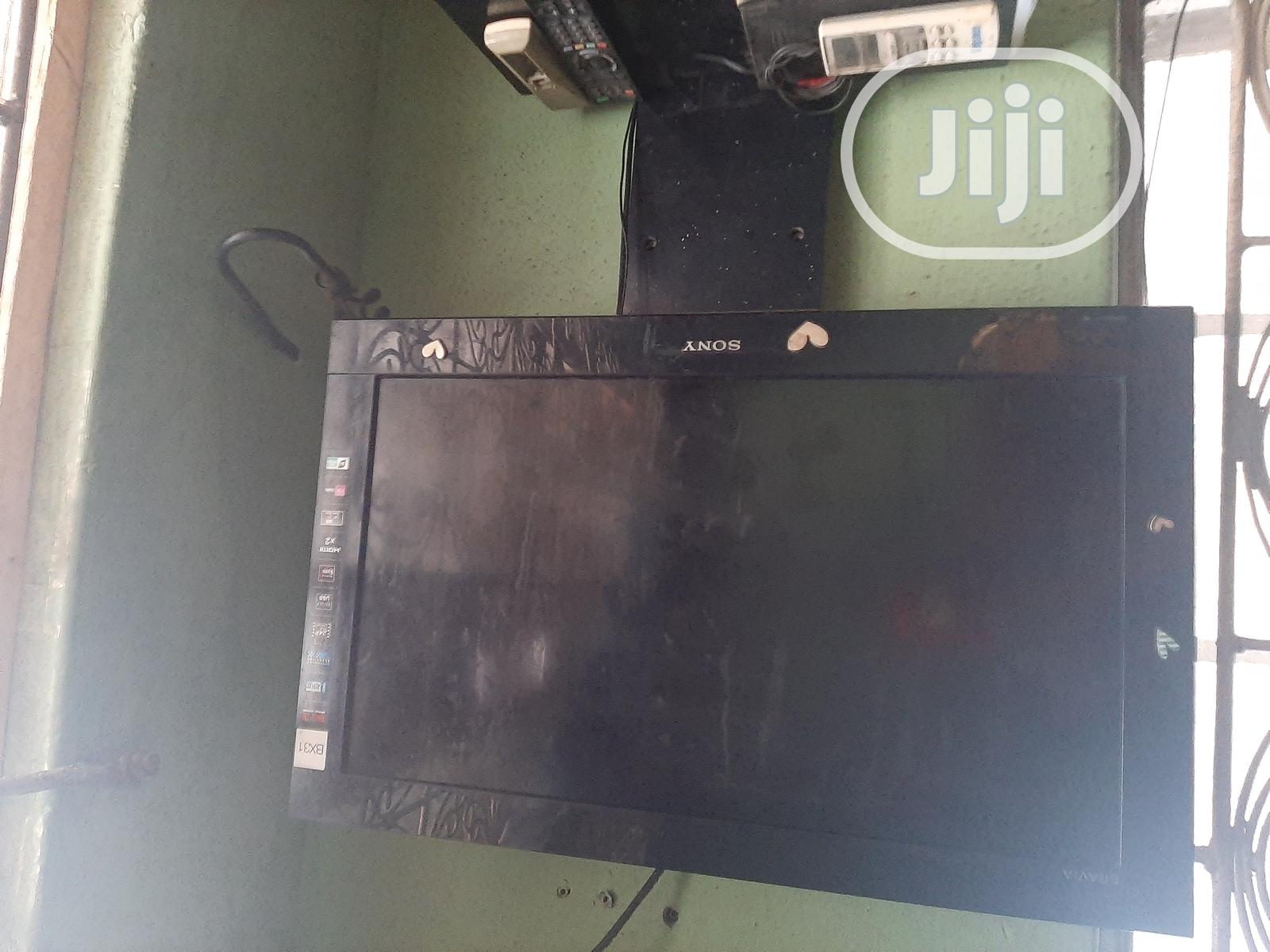 TV and TV Stand | TV & DVD Equipment for sale in Surulere, Lagos State, Nigeria