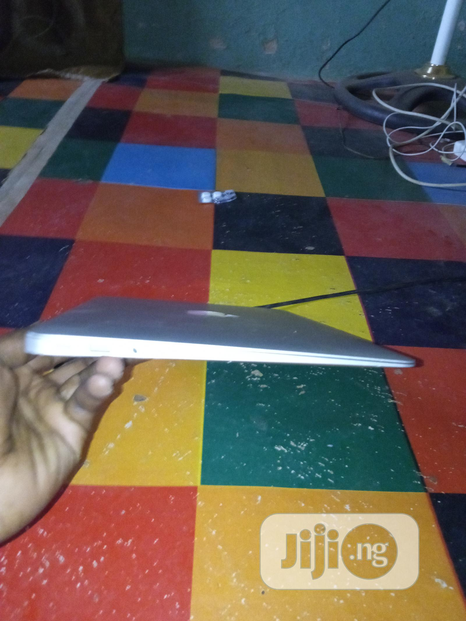 Archive: Laptop Apple MacBook Air 4GB Intel Core I5 HDD 320GB