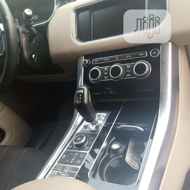 Archive: Land Rover Range Rover Sport 2014 White
