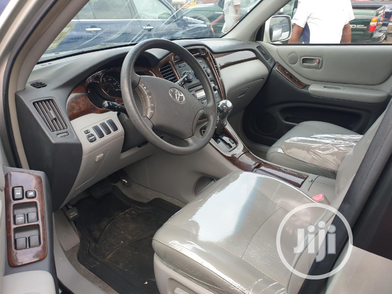 Toyota Highlander 2005 V6 4x4 Silver | Cars for sale in Apapa, Lagos State, Nigeria