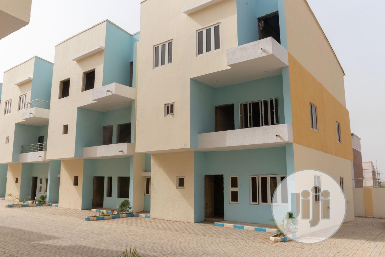 Archive: Beautiful 6 Bedroom Terrace Duplex