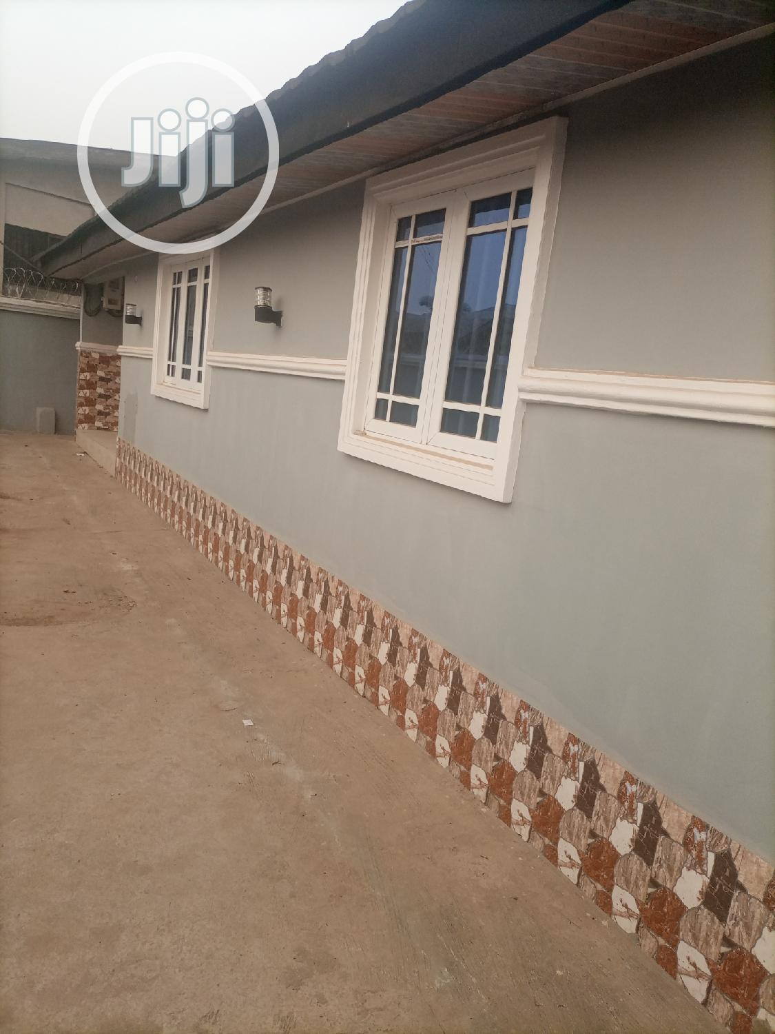 Three Bedroom Bungalow Off Airport Road, Alakia | Houses & Apartments For Sale for sale in Ibadan, Oyo State, Nigeria