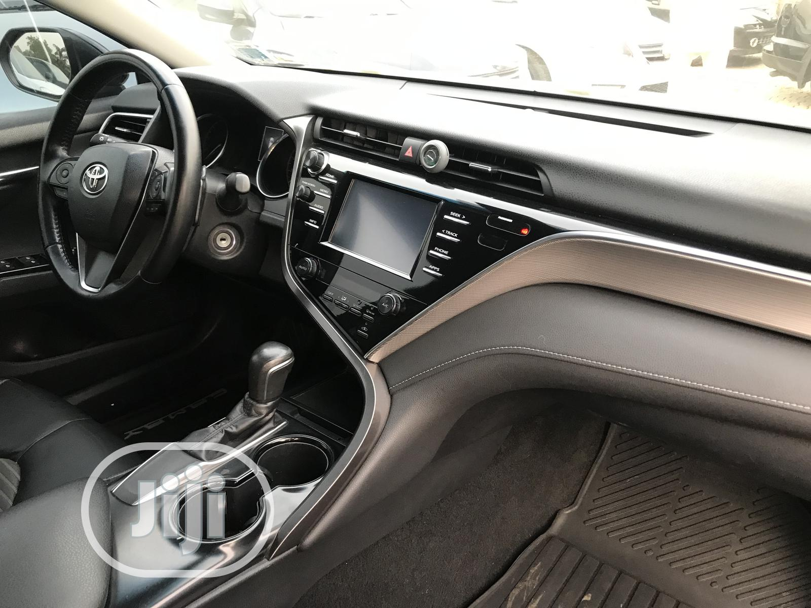 Archive: Toyota Camry 2018 SE FWD (2.5L 4cyl 8AM) Black