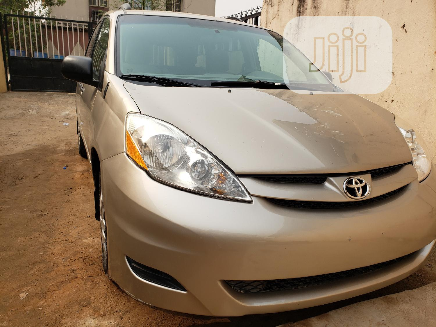 Toyota Sienna 2008 LE Gold | Cars for sale in Agboyi/Ketu, Lagos State, Nigeria