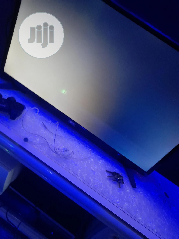 3 Months Original LG 32 Inches Tv Just Few Months Old Sl