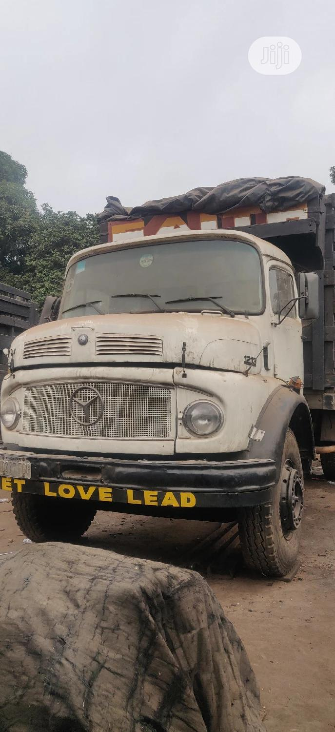 Archive: 911 Mercedes Lorry