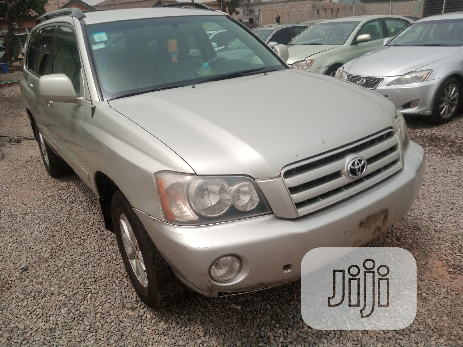 Toyota Highlander 2004 Base FWD Silver | Cars for sale in Yaba, Lagos State, Nigeria