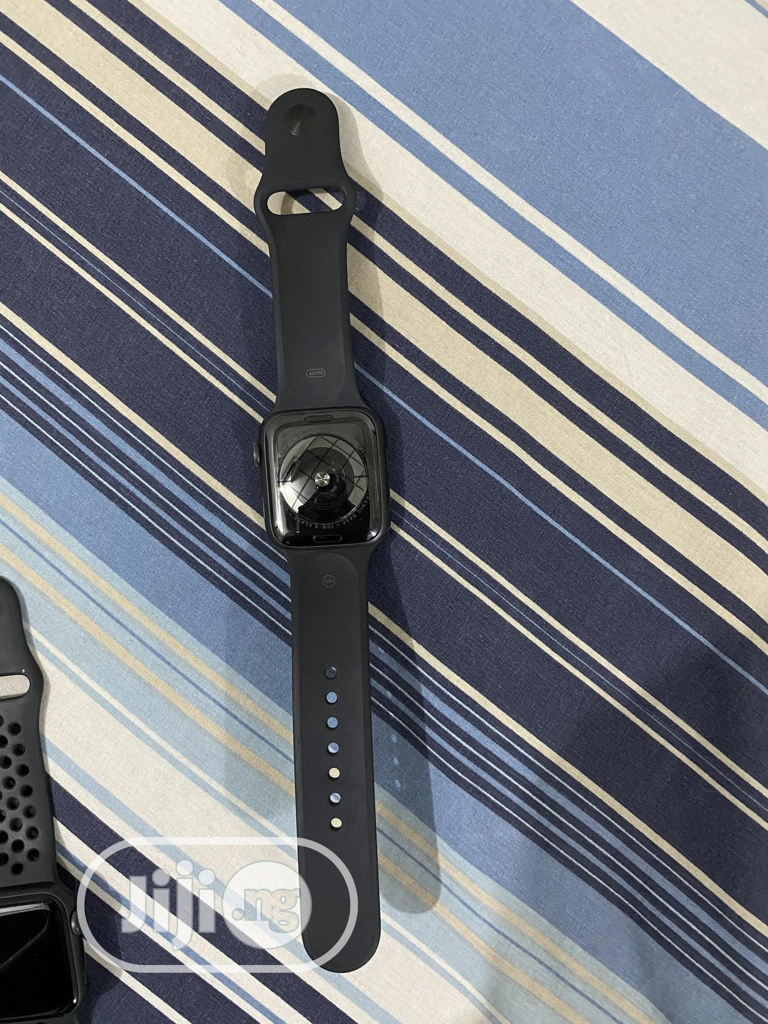 Apple Watch Series 5 44mm for Sale | Smart Watches & Trackers for sale in Ibadan, Oyo State, Nigeria