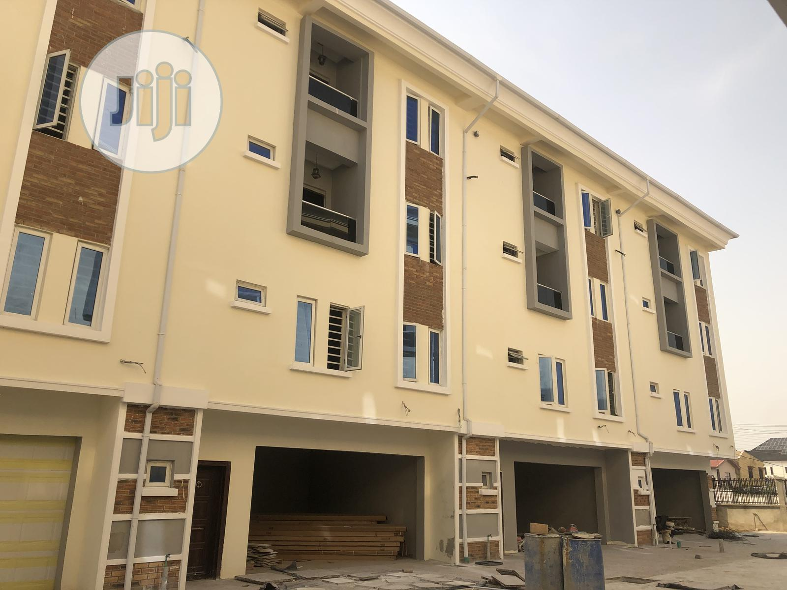 Newly Built 5 Bedrooms Terraced Penthouse