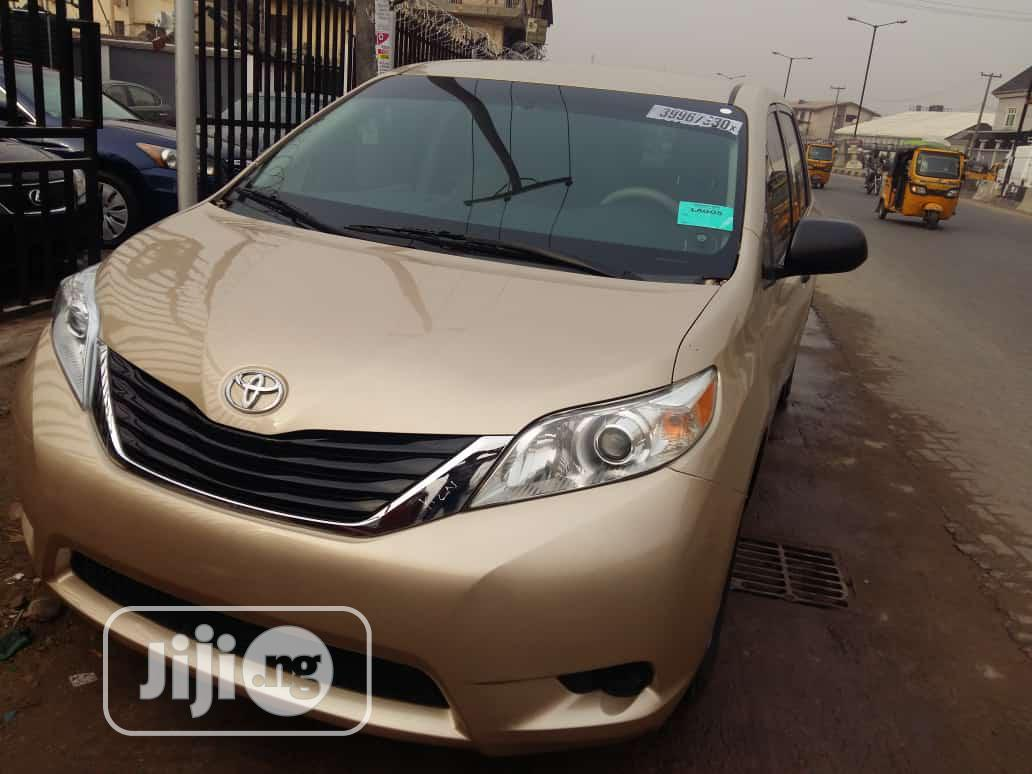 Toyota Sienna 2012 7 Passenger Gold