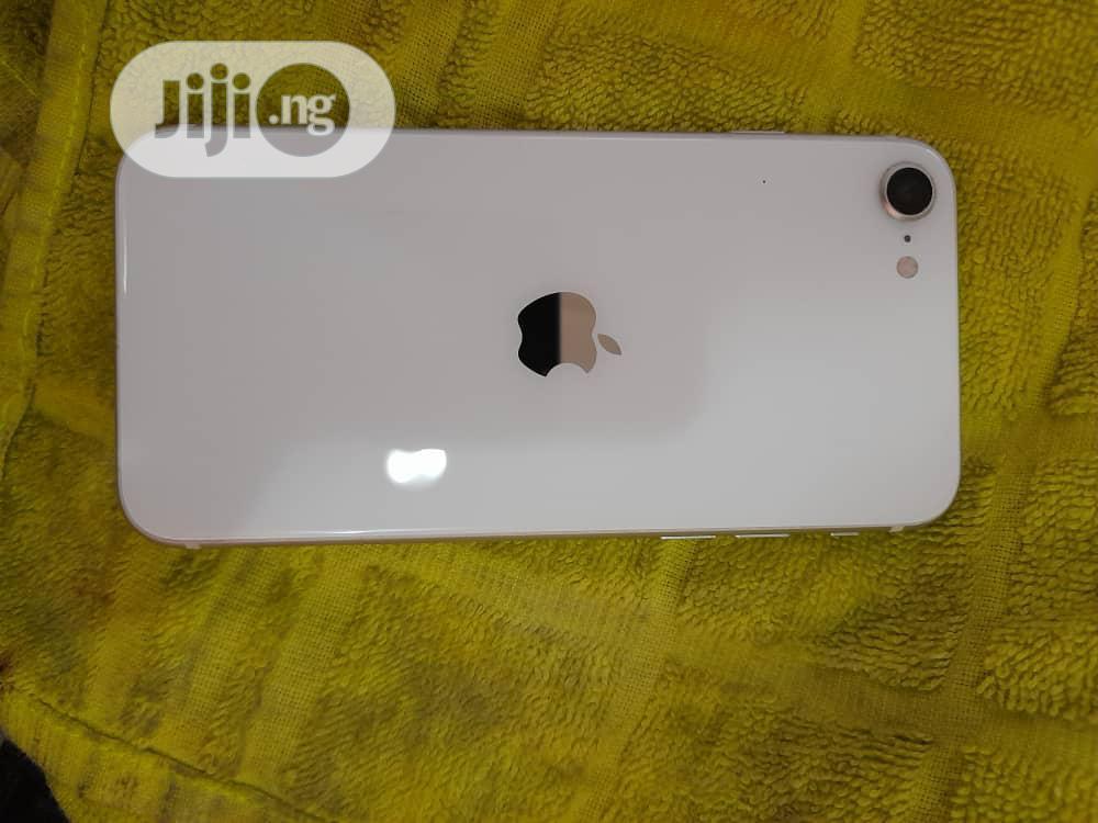 Archive: Apple iPhone SE 128 GB White