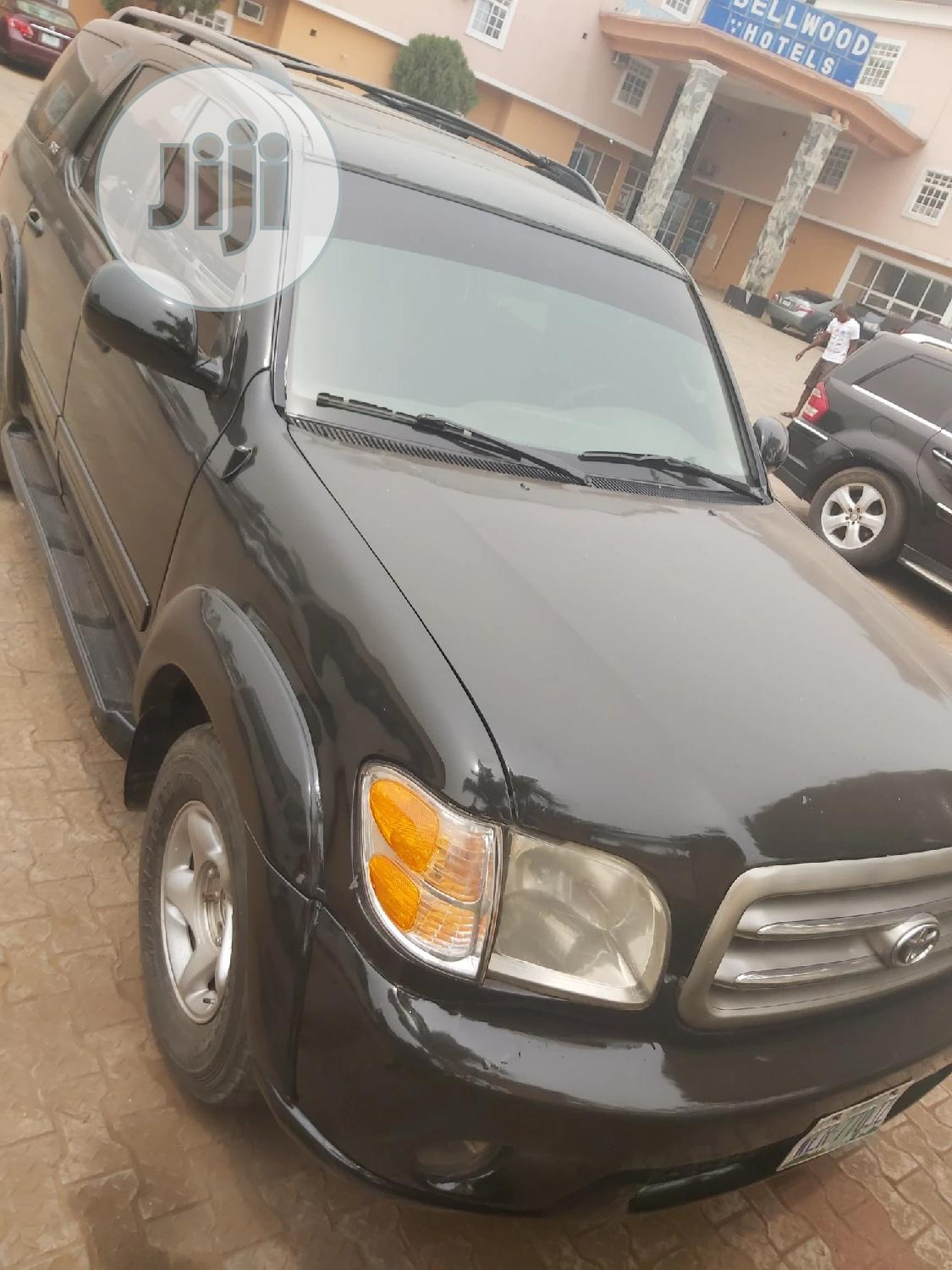 Toyota Sequoia 2004 Black