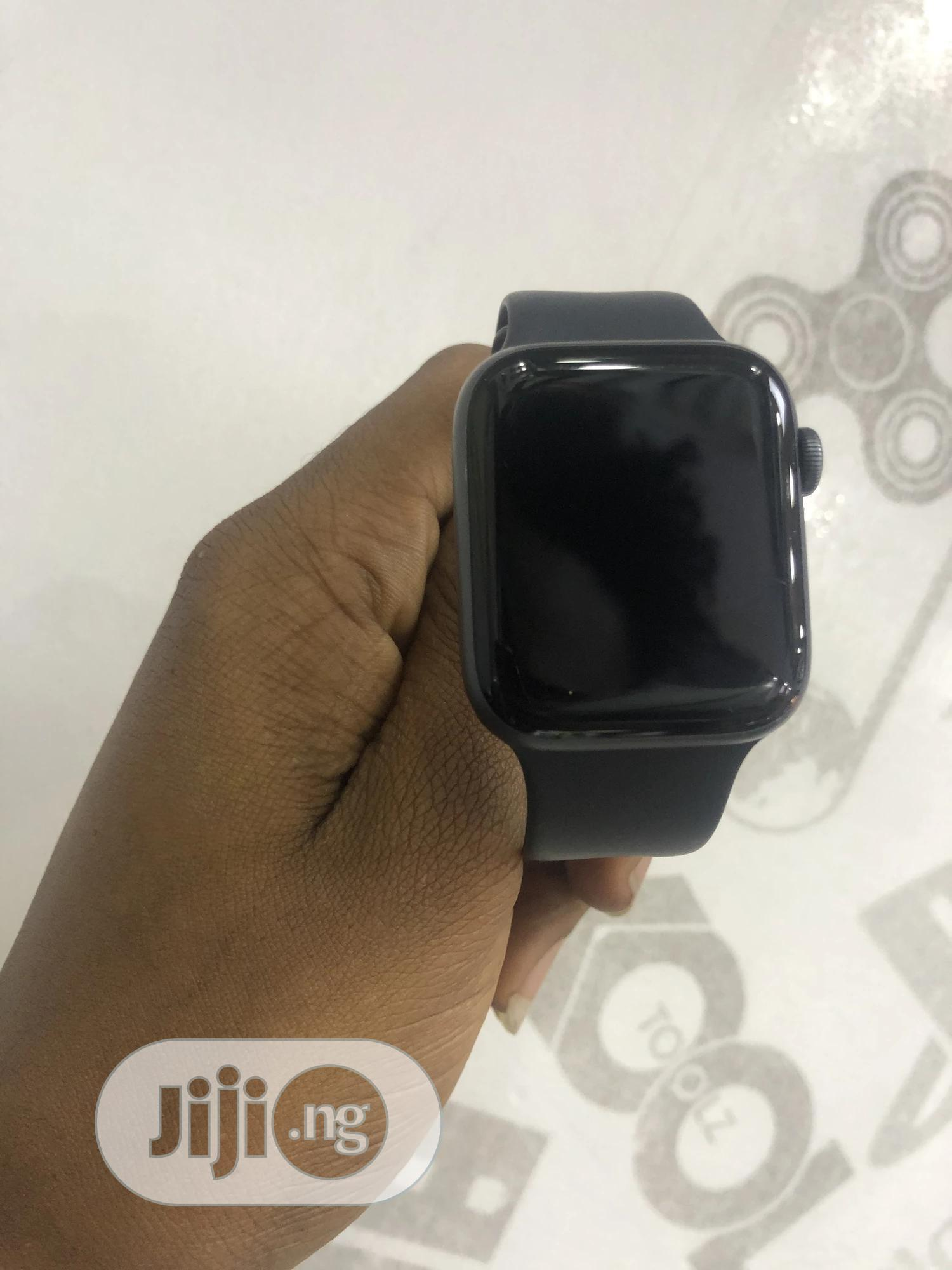 Apple Watch Series 4 44mm, Gps and Celluar.