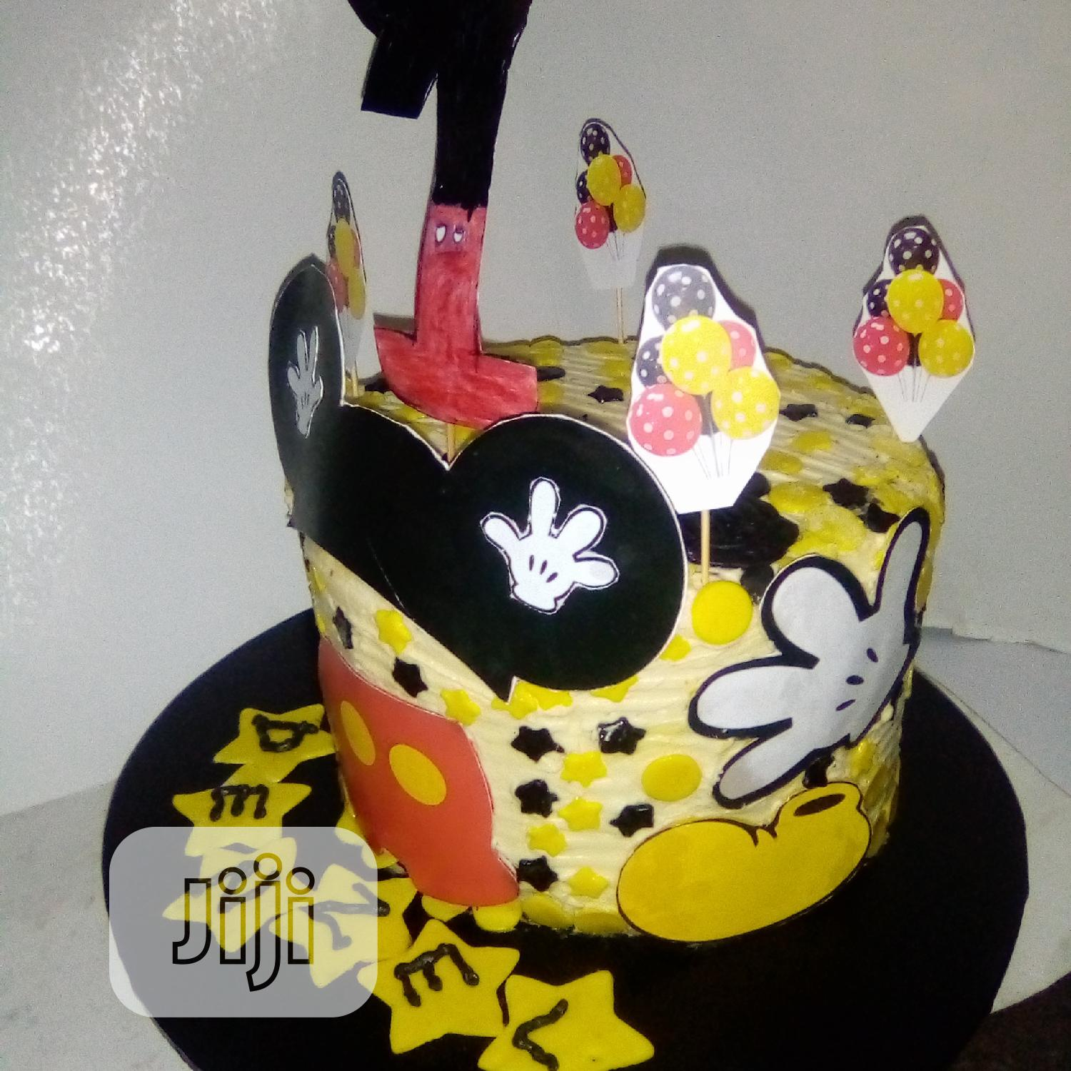 Sumptuous Mickey Mouse Size8 Birthday Cake