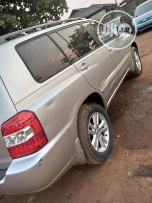 Toyota Highlander 2006 Hybrid 4x4 Silver | Cars for sale in Lagos State, Ikorodu