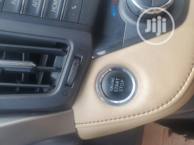 Archive: Toyota RAV4 2016 XLE AWD (2.5L 4cyl 6A) White