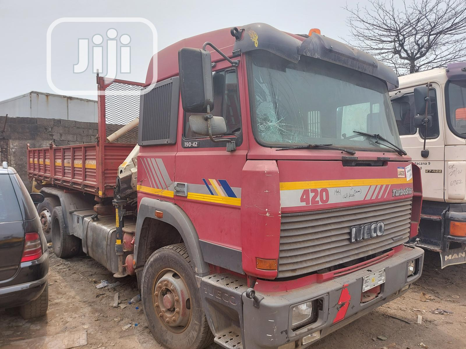 Tokunbo 5tons Hiab Crane IVECO Tipper Eight Tyres Truck