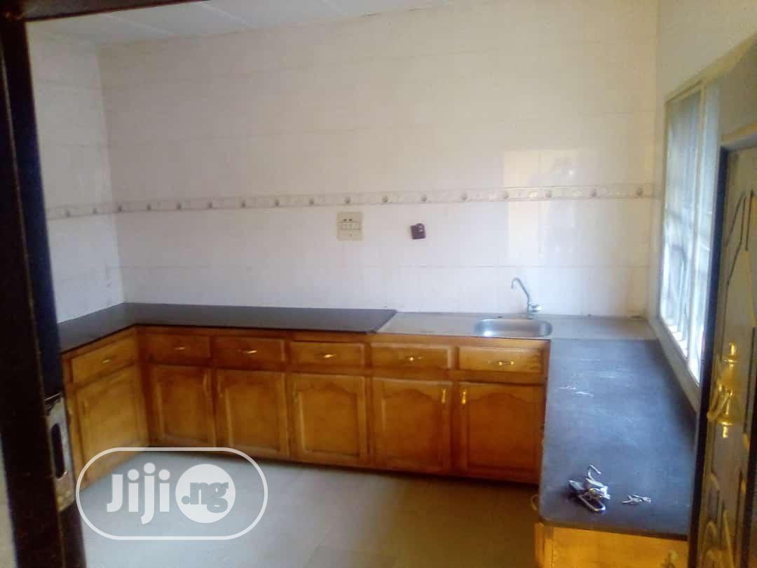 Nice and Spacious 3 Bedroom Flat for Rent. | Houses & Apartments For Rent for sale in Oluyole, Oyo State, Nigeria