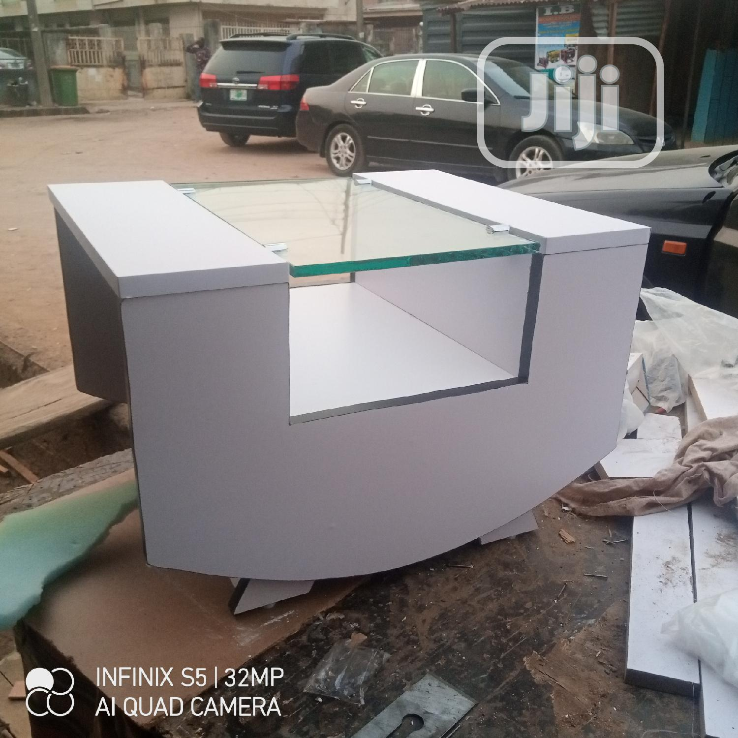 White and Black Mgr Center Table and Stoods With Glass/Drawe   Furniture for sale in Oshodi, Lagos State, Nigeria
