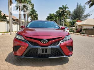 Toyota Camry 2018 SE FWD (2.5L 4cyl 8AM) Red | Cars for sale in Abuja (FCT) State, Gwarinpa