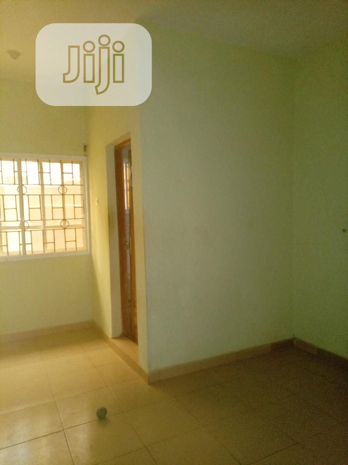 Lovely 2 Bedroom Flat at Magboro via Ojodu | Houses & Apartments For Rent for sale in Obafemi-Owode, Ogun State, Nigeria