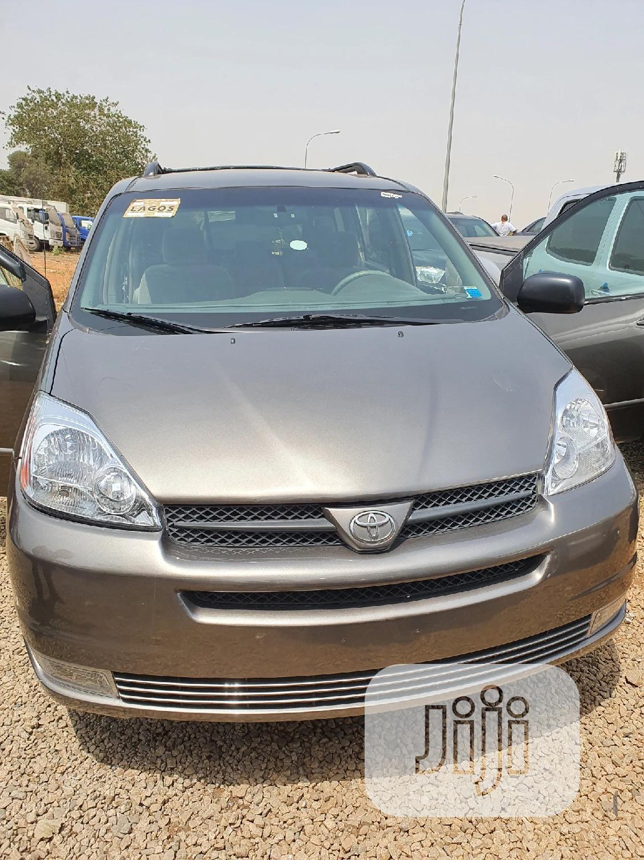 Toyota Sienna 2005 LE AWD Gray