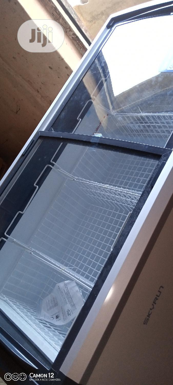 Skyrun Show Case Freezer