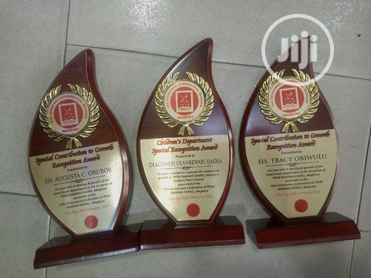 Golden Award Plaque and Medalon | Arts & Crafts for sale in Surulere, Lagos State, Nigeria