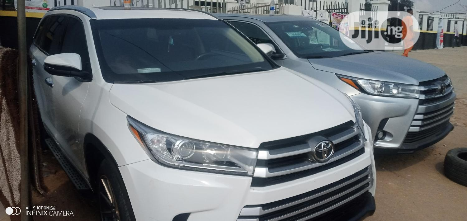 Archive: Toyota Highlander 2015 White