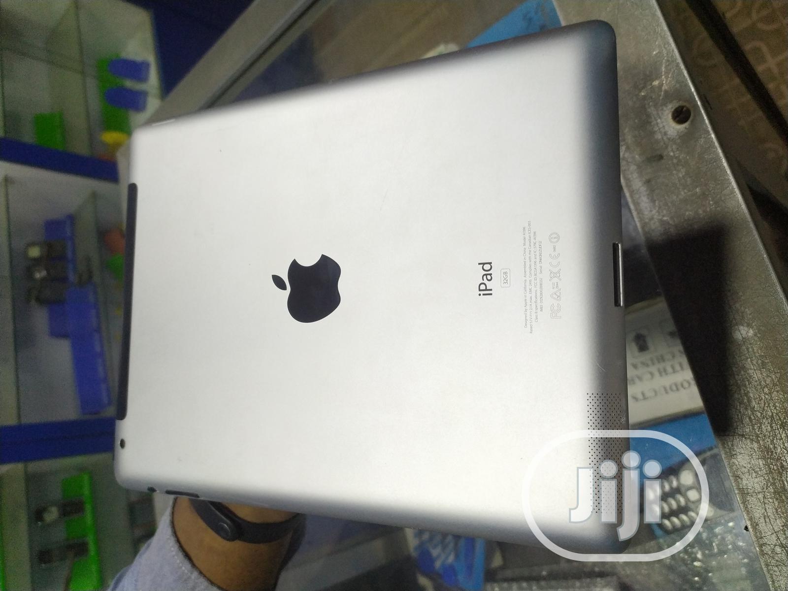 Archive: Apple iPad 2 Wi-Fi + 3G 32 GB Black