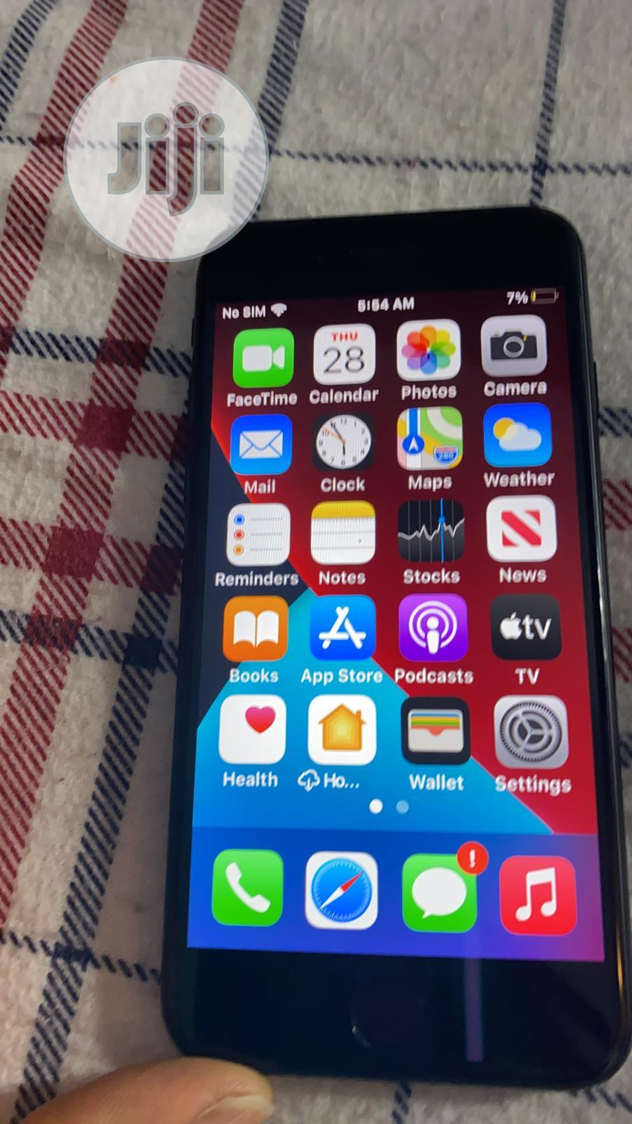 Archive: Apple iPhone SE (2020) 64 GB Black