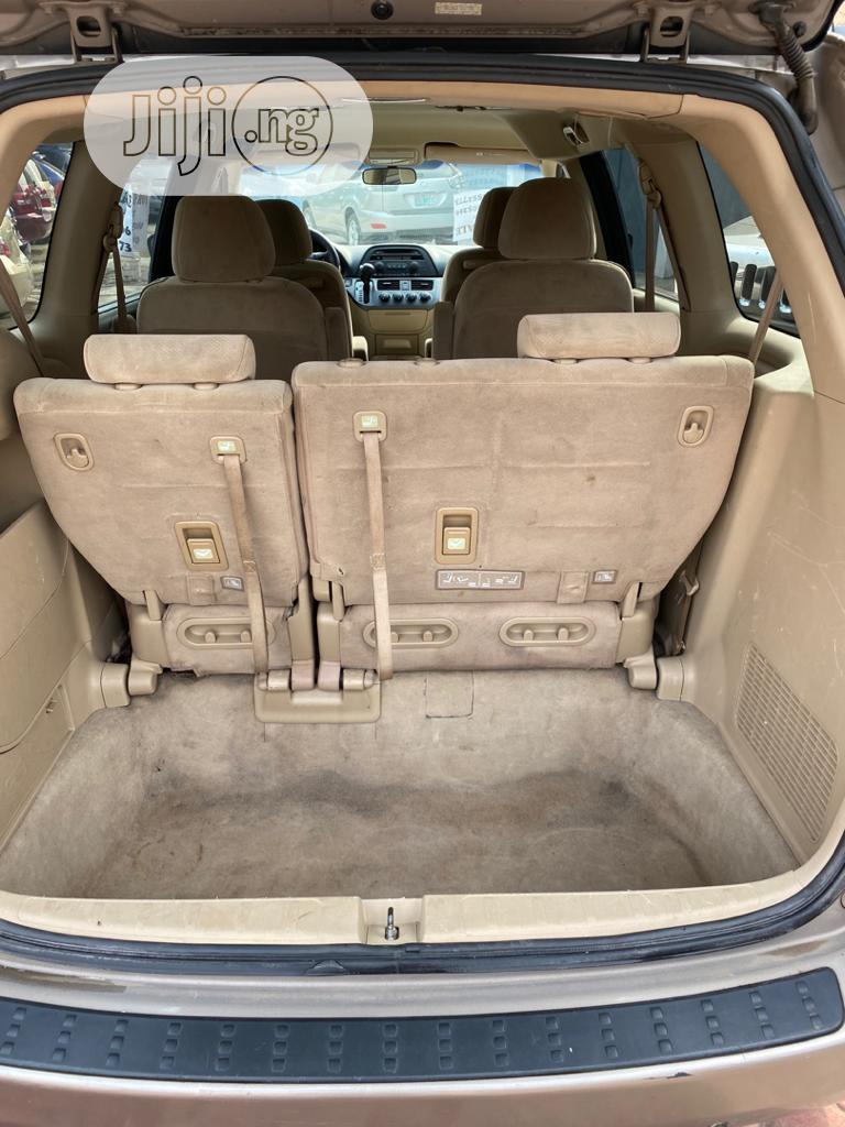 Archive: Honda Odyssey 2006 Gold