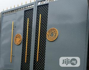 Well Finished Gate With Gold Design   Doors for sale in Lagos State, Lekki