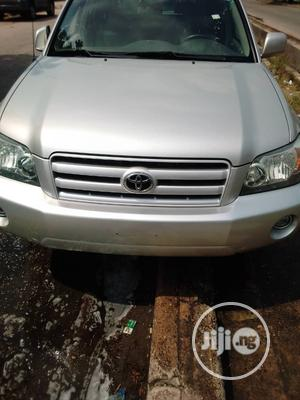 Toyota Highlander 2004 V6 AWD Silver | Cars for sale in Lagos State, Amuwo-Odofin