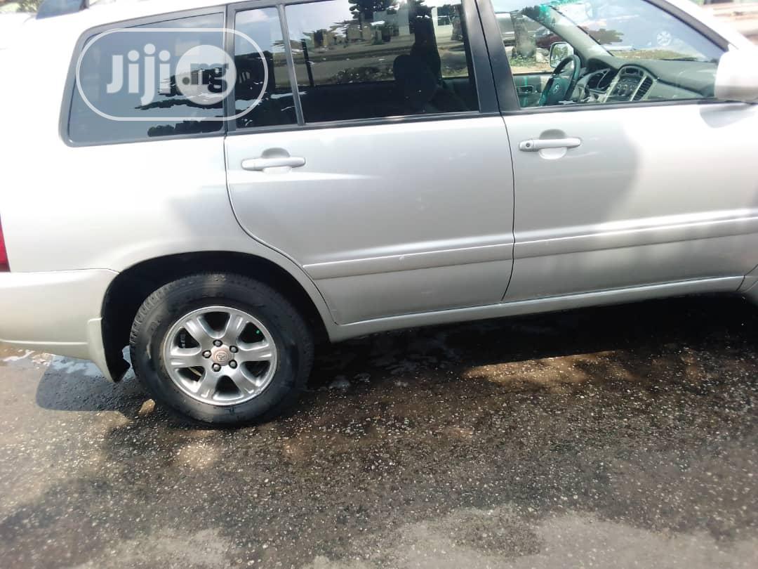 Toyota Highlander 2004 V6 AWD Silver | Cars for sale in Amuwo-Odofin, Lagos State, Nigeria