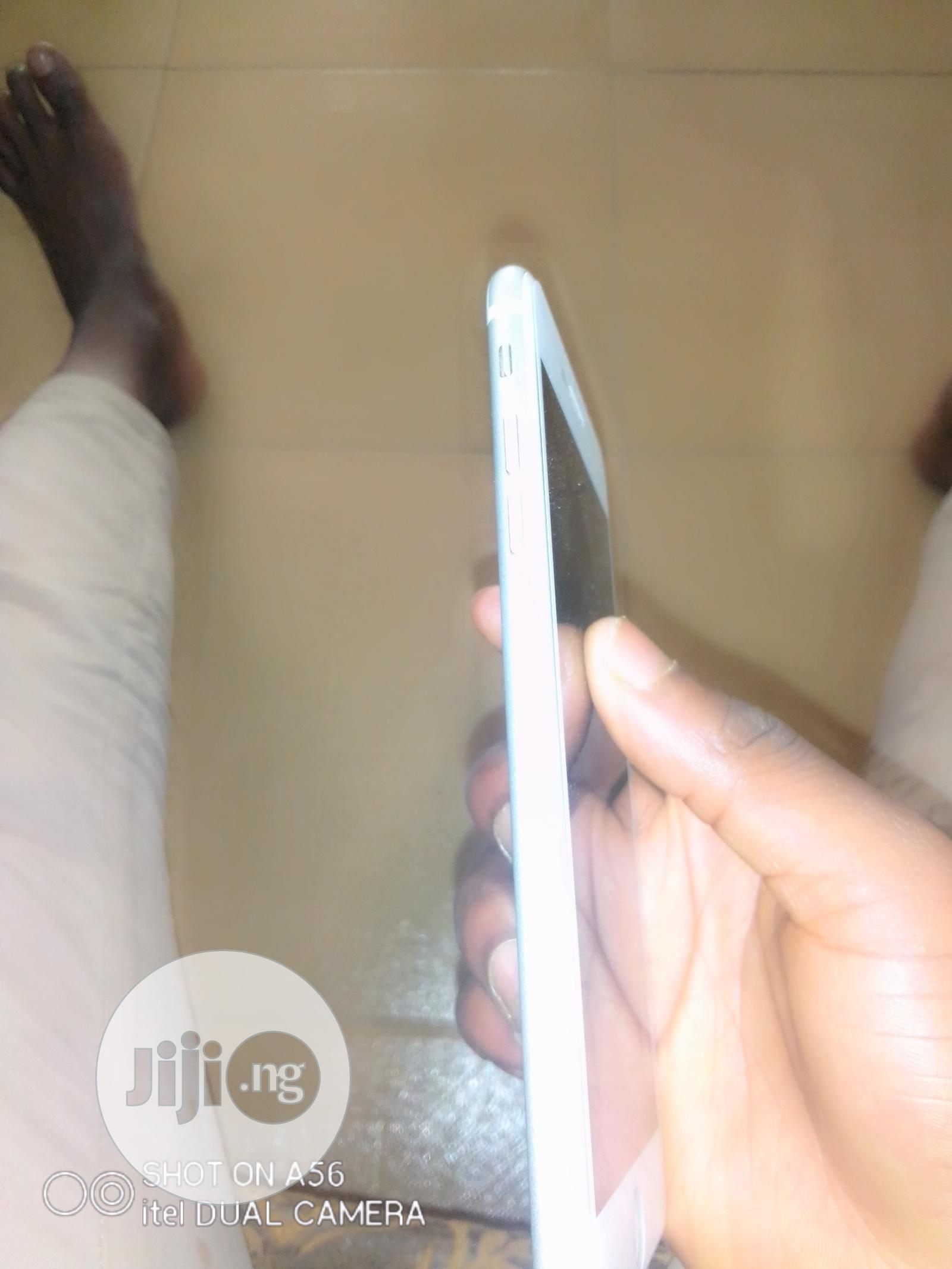 Archive: Apple iPhone 7 Plus 32 GB White