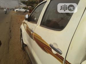 Toyota Hilux 2009 2.7 VVT-i 4X4 SRX White | Cars for sale in Kogi State, Lokoja