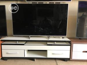 White TV Stand 5ft   Furniture for sale in Abuja (FCT) State, Gwarinpa