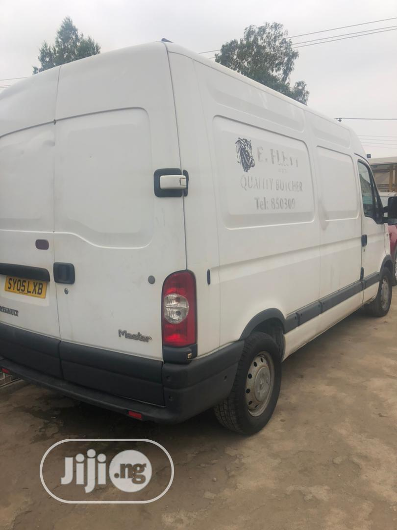 Renault Master 2004 Model With Cooling | Buses & Microbuses for sale in Alimosho, Lagos State, Nigeria