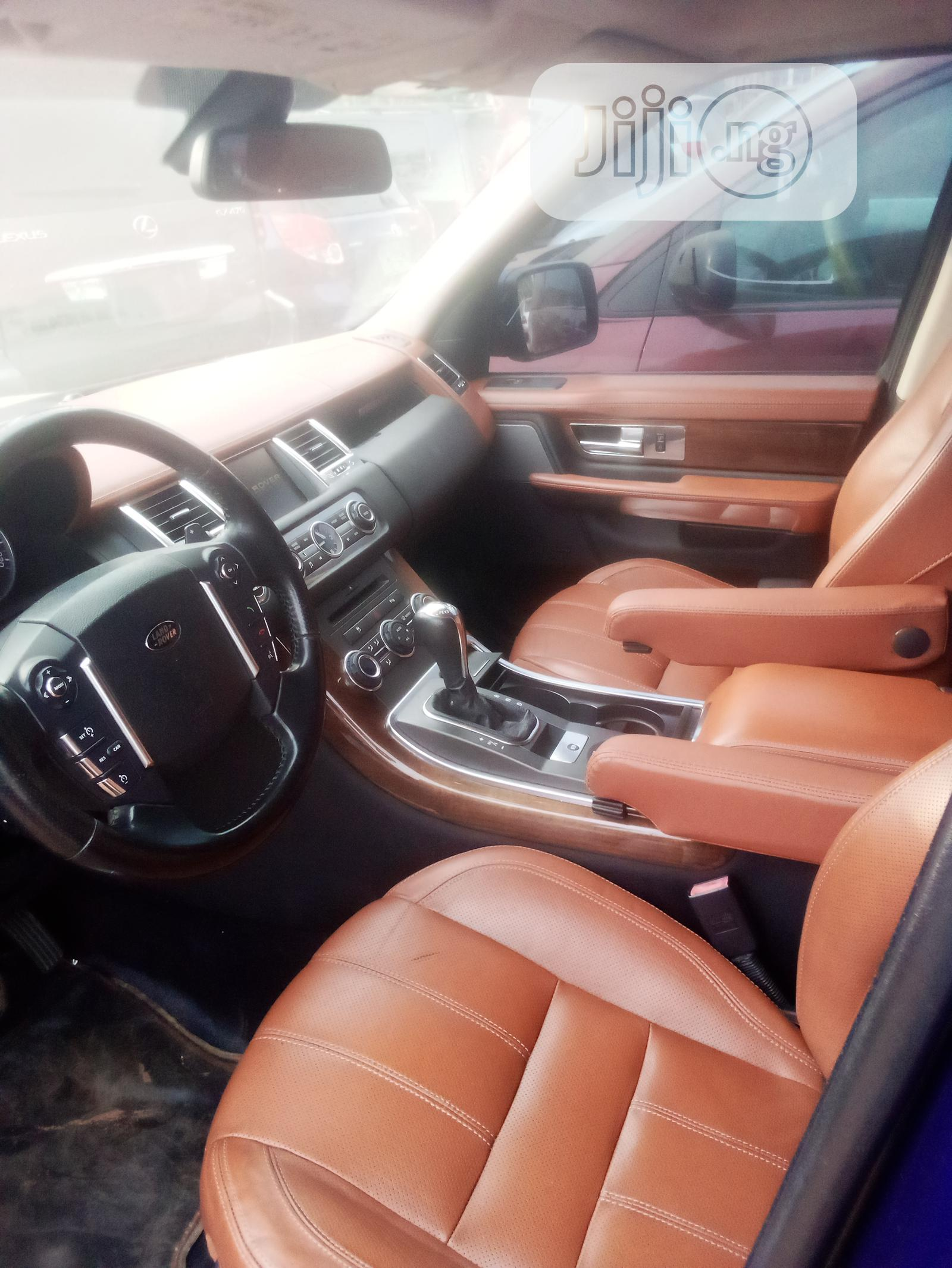 Archive: Land Rover Range Rover Sport 2010 HSE 4x4 (5.0L 8cyl 6A) Purple