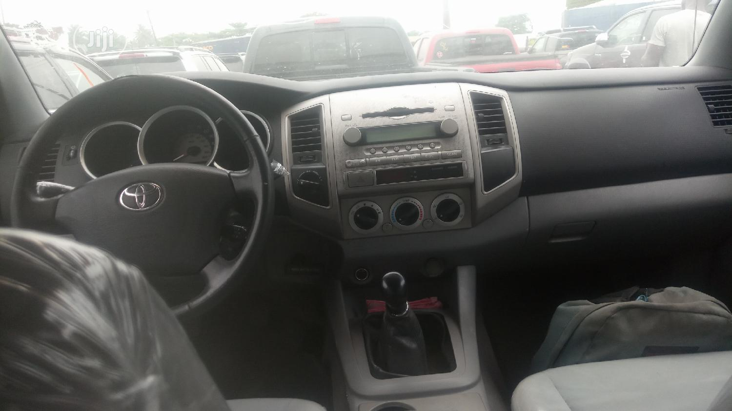 Toyota Tacoma 2005 Double Cab V6 4WD Silver | Cars for sale in Apapa, Lagos State, Nigeria