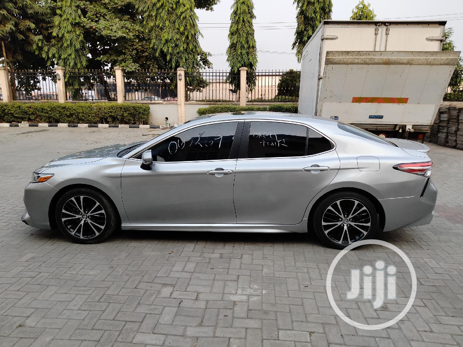 Archive: Toyota Camry 2018 SE FWD (2.5L 4cyl 8AM) Silver