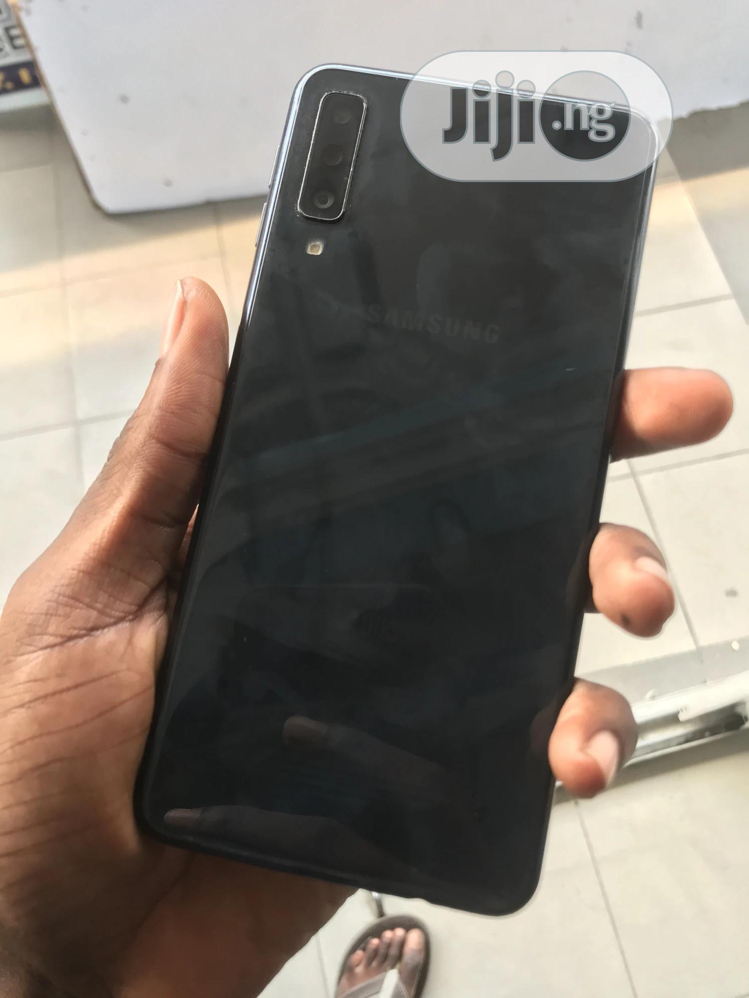 Archive: Samsung Galaxy A7 64 GB Gray