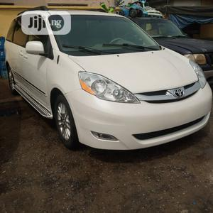 Toyota Sienna 2010 XLE 7 Passenger White | Cars for sale in Lagos State, Amuwo-Odofin