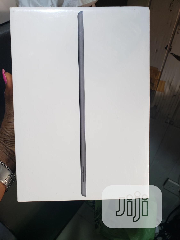 New Apple iPad 9.7 32 GB Gray