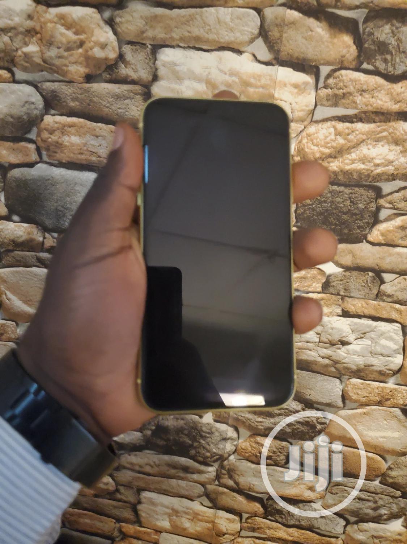 Archive: Apple iPhone 11 64 GB Yellow