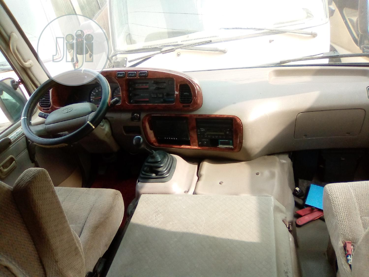 Tokunbo Toyota Coaster 2009 for Sale | Buses & Microbuses for sale in Ikorodu, Lagos State, Nigeria
